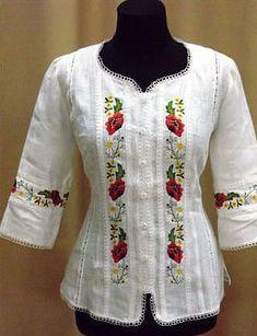 Женская вышитая сорочка с коротким рукавом