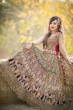 Indian wear Best Pakistani Bridal Lehenga Collection 2017 Wedding Gift Basket Are you running short Pakistani Bridal Lehenga, Pakistani Wedding Dresses, Pakistani Couture, Pakistani Outfits, Indian Outfits, Bridal Lehenga Collection, Dress Collection, Walima Dress, Shadi Dresses