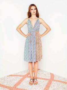 This Machka dress is a pop'n go piece. / Machka elbise tam üstünüze geçirip çıkmalık.
