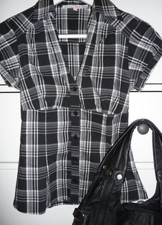 Kupuj mé předměty na #vinted http://www.vinted.cz/damske-obleceni/kosile/15306521-kostkovana-kosile-s-kratkym-rukavem-cerno-bila