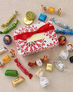 25 Days of Chocolate Day SUCH a great idea! Lindt Truffles, Lindt Lindor, Lindt Chocolate, I Love Chocolate, Christmas Chocolates, Happy Black, Merry And Bright, Heaven, Diy Projects