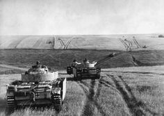 Panzer III M's of the SS Panzer division advance on the Kursk salient July 1943 halftrack World Of Tanks, Luftwaffe, Unseen Images, Tiger Tank, Ww2 Tanks, German Army, War Machine, Vietnam War, Germany