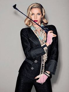 Gisele Bündchen by Francois Nars for Vogue Brazil (December 2015) - Chanel Cruise 2015-16 in Seoul #ChanelCruiseSeoul Visit espritdegabrielle.com | L'héritage de Coco Chanel #espritdegabrielle