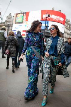 London Fashion Week Street Style.Print twins at London Fashion Week Fall 2015. #LFW [Photo by Kuba Dabrowski]