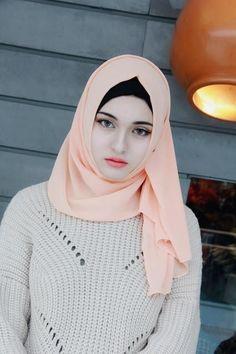 High Quality Chiffon Muslim Hijab for Women. This flowing, sheer, lightweight and silky chiffon colorful hijab is a m Arab Hijab, Muslim Hijab, Hijab Fashion Summer, Muslim Fashion, Beautiful Muslim Women, Beautiful Hijab, Simply Beautiful, Hijabi Girl, Girl Hijab