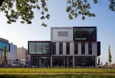 Nieuwbouw multifunctionele bedrijfsunits in Utrecht. De gebouwen kunnen door de gebruiker / koper zelf samengesteld worden aan de hand van een catalogus met architectonische elementen. Ontwerp: Cita architecten