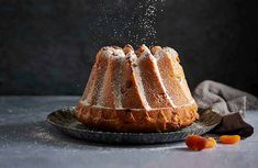 Der perfekte Gugelhopf   Betty Bossi Panna Cotta, Ethnic Recipes, Food, Round Cakes, Bakeware, Recipies, Bakken, Dulce De Leche, Essen