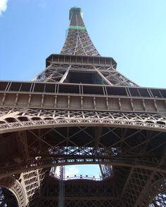 Кто по традиции запрыгнул на Башню - тот я  by msk_traveller Eiffel_Tower #France