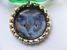 Handsome GRAY CAT Bottle cap PENDANT & adjustable bright green organza necklace