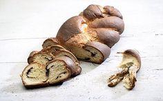 Τσουρέκι νηστίσιμο γεμιστό με σοκολάτα ( 12.04.16)