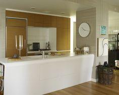 O estilo da cozinha segue em todos os itens decorativos que compõem o relógio.