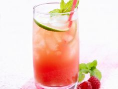 Alkoholfreier Cocktail mit Himbeeren und Wassermelone ist ein Rezept mit frischen Zutaten aus der Kategorie None. Probieren Sie dieses und weitere Rezepte von EAT SMARTER!