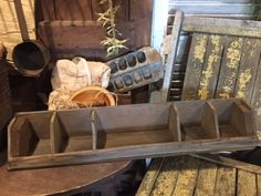 Primitive-Old-Wooden-Wood-Blue-Paint-Divided-Box-Farmhouse-Trencher-Early-Look