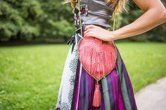 In #München handgefertigte #Wiesntaschen in #Herzform aus echtem Leder sind im #Cassinel Online Shop erhältlich.  Hier: ein #Herzl mit modischen #Fransen und einem #Ledertroddel.