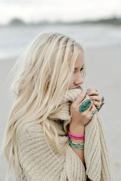 Big, knitty wraps and ginormous jewelry are always fun! CLICK THIS PIN if you…
