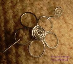 Broche fleur, épingle à cheveux ou broche châle pour écharpe faite avec du fil d'aluminium - une touche de printemps à votre look