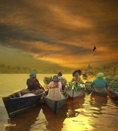 MORNING FLOATING MARKET Borneo