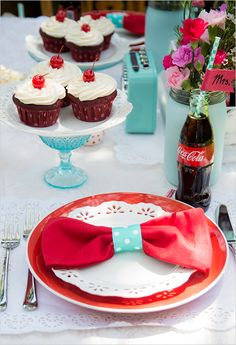 coca cola blue and red place setting @weddingchicks