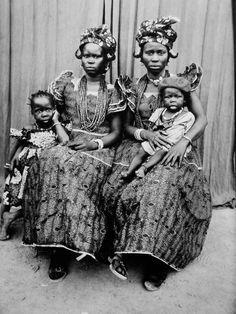 Retrato, por el fotógrafo Seydou Keita, de Bamako, Malí (1921-2001)
