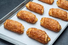 Sweet, flaky pastry dough filled with cream cheese filling. Portos Cheese Rolls Recipe, Cheese Roll Recipe, Cheese Recipes, Guava And Cream Cheese, Cream Cheese Rolls, Cream Cheese Filling, Guava Desserts, Fun Desserts, Delicious Desserts