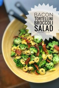 Are you looking for a gorgeous and filling lunch idea? Then this broccoli salad with stuffed tortellini and crunchy bacon is all you need! Easy Salad Recipes, Easy Salads, Pasta Recipes, Lunch Recipes, Cooking Recipes, Side Dishes Easy, Side Dish Recipes, Easy Broccoli Salad, Easter Dinner Recipes
