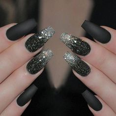 Glitter nail art designs have become a constant favorite. Almost every girl loves glitter on their nails. Have your found your favorite Glitter Nail Art Design ? Beautybigbang offer Glitter Nail Art Designs 2018 collections for you ! Black Nails With Glitter, Black Nail Art, Glitter Nail Art, Black Manicure, Black Silver Nails, Black Art, Pink Glitter, Black Polish, Black Shellac Nails
