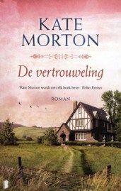 (B)(2013) De vertrouweling - Kate Morton - Herinneringen van een 66-jarige Engelse actrice aan haar jeugd en aan de dodelijke steekpartij gepleegd door haar moeder, waarvan ze op 16-jarige leeftijd getuige was. Genre(s) : familieroman