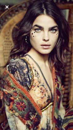 ╰☆╮Boho chic bohemian boho style hippy hippie chic bohème vibe gypsy fashion indie folk the . Boho Gypsy, Boho Hippie, Hippie Style, Ethno Style, Bohemian Mode, Gypsy Style, Bohemian Style, Bohemian Fashion, Bohemian Makeup