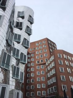 """The """"Schiefe Häuser"""" - """"leaning houses"""" in Düsseldorf, Germany 🇩🇪 Beautiful city! Places To Go, Multi Story Building, Germany, Beautiful, Slate, Deutsch"""
