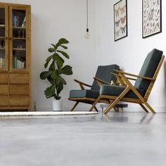 Découvrez nos astuces pour adopter le béton ciré chez soi. #sol #béton #ciré #déco #intérieur #home #design #contemporain #salon #fauteuil