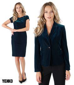 It's time for some velvet in your closet! Velvet Jacket, Party Looks, Look Chic, Dresses For Work, Classy, Costume, Magic, Slim, Elegant