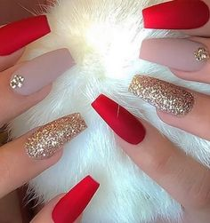 Nowadays New Years nails are on another level when it comes to glitter and shine. For today's collection we rounded up only the best and exciting new year nail designs ideas from all over the Internet for you to get inspired. New Year's Nails, Xmas Nails, Holiday Nails, Christmas Nails, Winter Christmas, Christmas Signs, Outdoor Christmas, Christmas Recipes, Christmas Trees