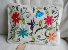 como bordar con lana a mano ile ilgili görsel sonucu Cushion Embroidery, Embroidered Cushions, Embroidered Flowers, Applique Quilts, Embroidery Applique, Embroidery Stitches, Crazy Quilting, Hand Embroidery Designs, Embroidery Patterns