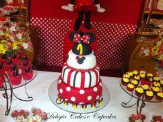 Bolo e Cupcakes - Festa Minnie