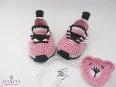Crochet baby shoes baby girl shoes Pink baby sneakers by Yunisiya