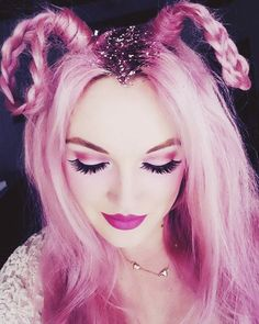 Growing out your roots doesn't mean less glam, get glitter roots http://www.burlexe.com/beauty/glitter-roots-easy-hair-tutorial/ #Glamour #GlitterHair #Pink #Eyelashes