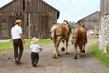 Was always fascinated with the enormity of work horses.Just like dad, a young boy steers two horses under his dad's supervision. [photo by Bill Amish Country Ohio, Amish Family, Amish Farm, Amish Culture, Amish Community, Two Horses, Lancaster County, Christian Church, Farm Life