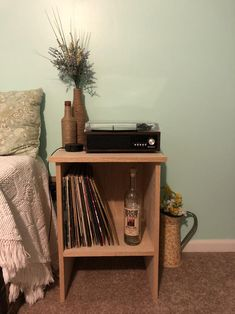 Pink Record Player, Record Player Table, Record Table, Record Decor, Turntable Setup, Cute Bedroom Decor, Vinyl Storage, College Room, Indie Room