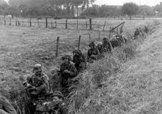 gruene-teufel: German troops move through a trench in Arnhem, the Netherlands, during Operation Market Garden. Operation Market Garden, Ligne Siegfried, Diorama, Holland, Ww2 Photos, Military Operations, History Online, Military History, Ww2 History