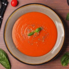 Rich and creamy vegan tomato soup Hearty and satisfying and ideal as an appetizer, served with delicious bread for dipping Gluten-free The post Vegan Tomato Soup appeared first on Woman Casual - Food and drink Vegan Tomato Soup, Vegan Soups, Vegan Dishes, Vegan Vegetarian, Vegetarian Benefits, Vegan Food, Soup Recipes, Whole Food Recipes, Healthy Recipes