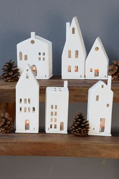 A classic at Christmas time: light houses made of unglazed porcelain in . - A classic at Christmas time: light houses made of unglazed porcelain in various designs. Noel Christmas, Christmas Crafts, Christmas Decorations, Christmas Ornaments, Christmas Ideas, Clay Projects, Clay Crafts, Diy And Crafts, Clay Houses