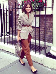 Le blazer masculin porté croisé et ceinturé taille haute, toujours aussi efficace ! - http://bit.ly/12hnRJe - Tendances de Mode