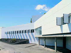 Medical Center Arona-Vilaflor, Tenerife | Spain by gpy architects, Santa Cruz de Tenerife | Photo: José Ramón Oller, Tenerife ALUCOBOND® White