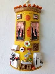 Risultati immagini per tejas decoradas cocinas Clay Houses, Miniature Houses, Bottle Art, Bottle Crafts, Dolly House, Clay Roof Tiles, Diy And Crafts, Arts And Crafts, Garden Deco