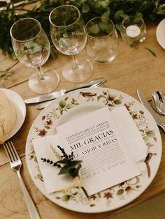 #BodaSomethingBlue Centros de mesa rústicos, Boda Rustic Chic, Decoración de Bodas, Bodas con Estilo, Mesa sin mantel, Tarjeta agradecimiento (www.weddingplannermadrid.com)