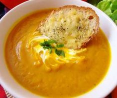 Pikantna zupa krem z dyni Soup Recipes, Recipies, Cooking Recipes, Healthy Recipes, Healthy Meals, I Love Food, Cheeseburger Chowder, Hummus, Food And Drink