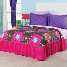 JUEGO EDRECOLCHA PINK STAR #DULCEHOGAR #INTIMAHOGAR #DECORACIÓN #HOGAR #COLCHAS #EDREDONES #CALIDAD #ESTILO #DISEÑO Hello Kitty Bedroom Set, Cat Bedroom, Canopy Bedroom, Home Bedroom, Bedroom Decor, Bedroom Ideas, Black Bedroom Sets, King Bedroom Sets, Bedroom Furniture Sets