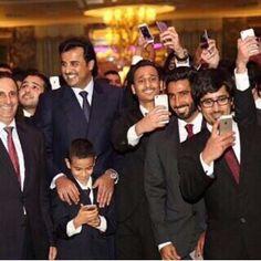 سمو الأمير تميم بن حمد خلال زيارته للطلبه في العاصمه لندن أمس الأول وتفقده لأحوال الطلبه ، 28-10-2014