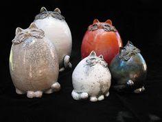 Annie Cotterot Chimiste de formation, Annie COTTEROT découvre la céramique au travers de la poterie à laq...