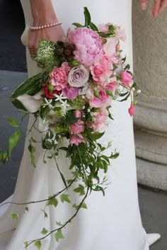 Trailing bridal bouquet, again could substitute meadow flowers but use the ivy for movement.